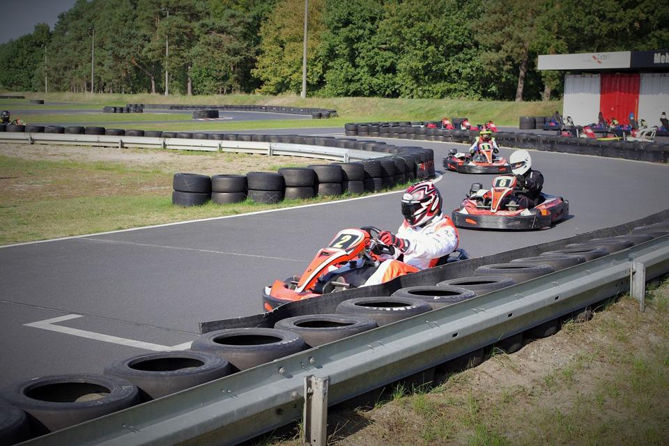 Ausverkauftes Rennen beim Outdoor-Auftakt der Formel 10