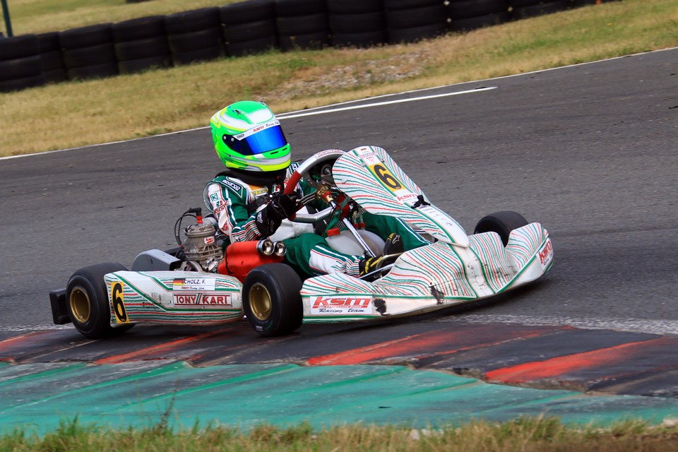 Felix Scholz zeigt Stärke im ADAC Kart Masters