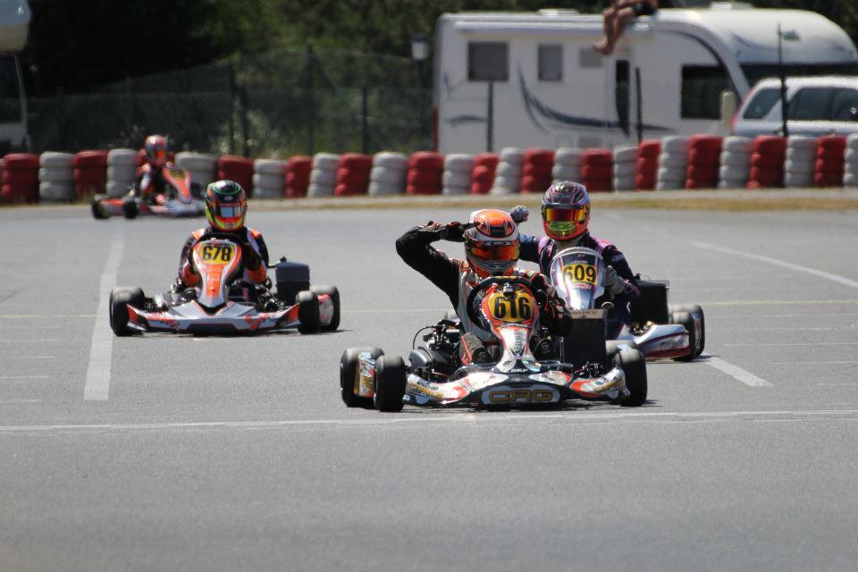 Luka Kamali feiert seinen größten Motorsport-Erfolg