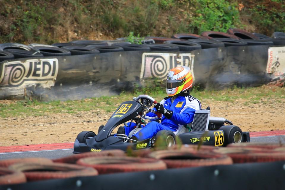 RMW Motorsport fährt auf Siegerpodium