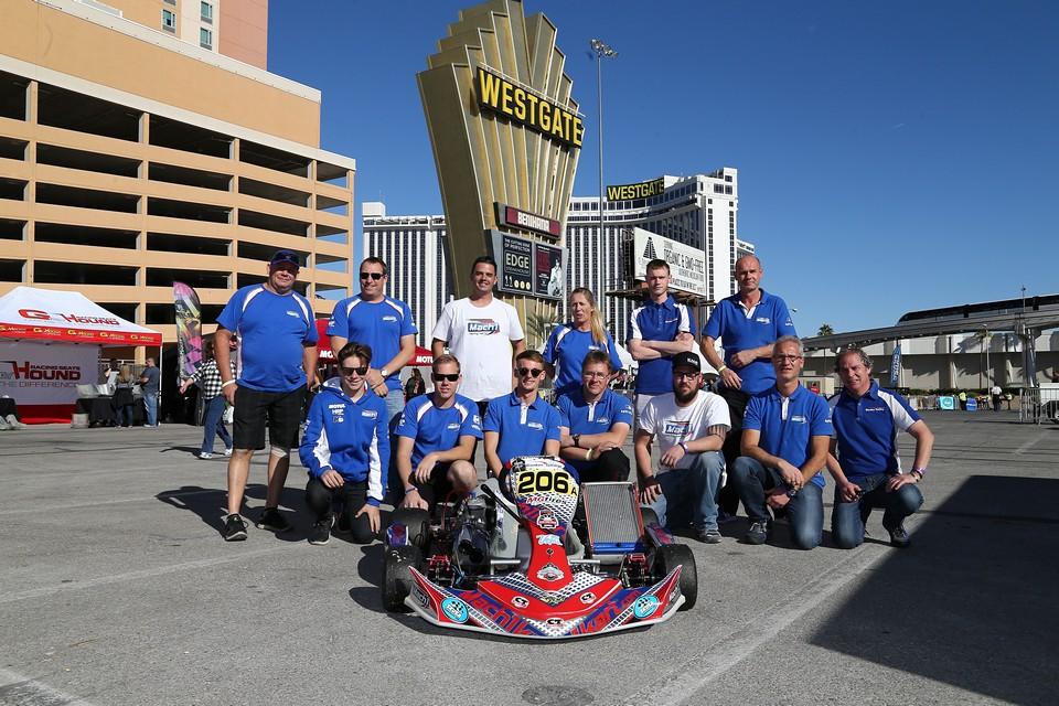 Mach1 Kart fährt in Las Vegas auf Siegerpodium