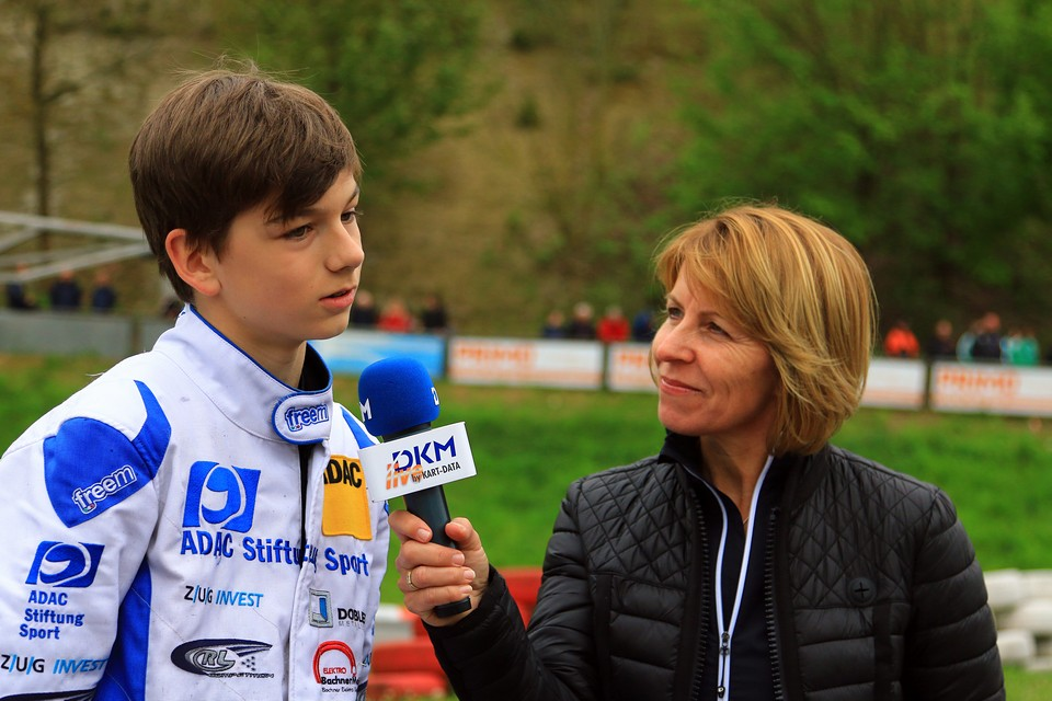 Marius Zug freut sich über DJKM-Pokal