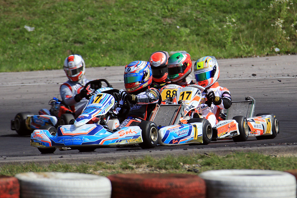 Valier Motorsport mit Dreigestirn in Wackersdorf