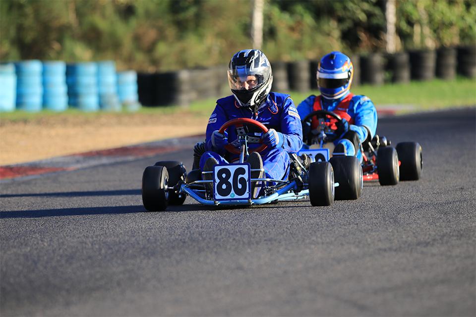Rekordstarterfeld beim Saisonabschluss der historischen Kartfahrer beim Trips Memorial in Kerpen